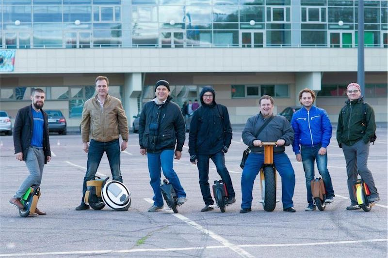 Компания Gevis.ru собирается на моноколесах в парк