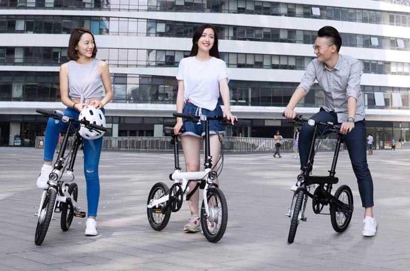 Китайские люди на крутых китайсикх электровелосипедах Xioami